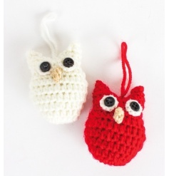 A mix of 2 red and white knitted owl decorations with button eyes.