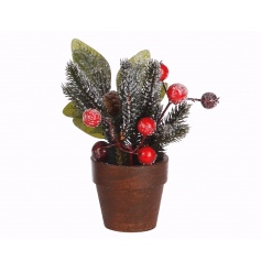 A traditional festive berry pot making a lovely gift and decorative accessory.