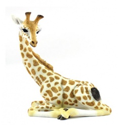 Charming giraffe figurine from the popular Leonardo collection