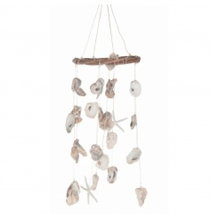 Pretty dreamcatcher with oyster decorations