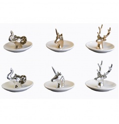 An assortment of 6 animal ring holders with gift box