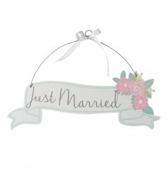 Pretty Just Married wooden sign with floral decoration