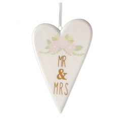 Hanging heart with pretty Mr & Mrs design