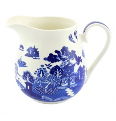 A traditional blue willow jug with gift box. Looks beautiful displayed on dressers and shelves.