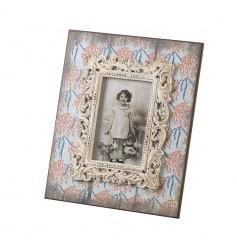 A charming shabby chic style photo frame with a unique decorative pattern. A gorgeous gift and home accessory.