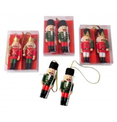 Add some traditional festive charm to the home this season with this pair of traditional soldier decorations.