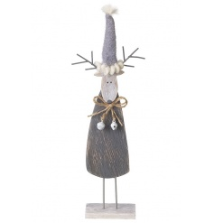 Add some rustic charm to the home this season with this wooden reindeer decoration.