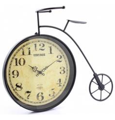 Vintage looking freestanding clock by Leonardo
