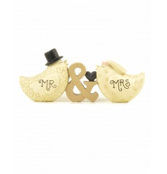 An adorable mini decoration for the happy couple. Perfect to gift, as a venue decoration and to use as a cake topper