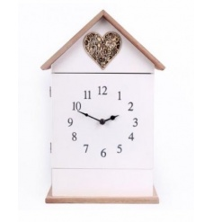 A shabby style clock and key box decoration. This item is decorated with an attractive heart motif.