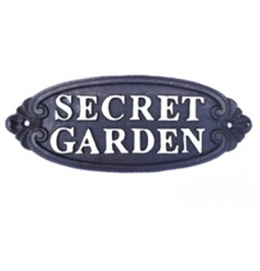The perfect addition to any treasured garden! Display this iron sign in your garden for a welcome to all visitors.