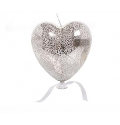 Hang this beautiful silver coloured heart to let it produce a warmly glow