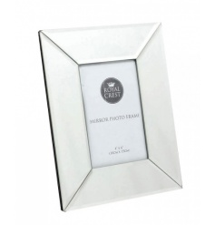 A classic mirrored photo frame in the popular 4 x 6 frame size. A chic gift and home accessory.