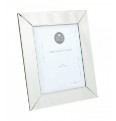 A classic and chic mirrored photo frame in the popular 5 x 7 size.
