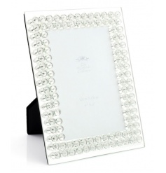 Add some glamour to the home with this glitz diamante frame.