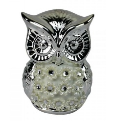 A pretty owl decoration in silver with decorative flowers.
