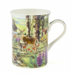 This delicate woodland printed mug will add a warm touch of the wild to your home